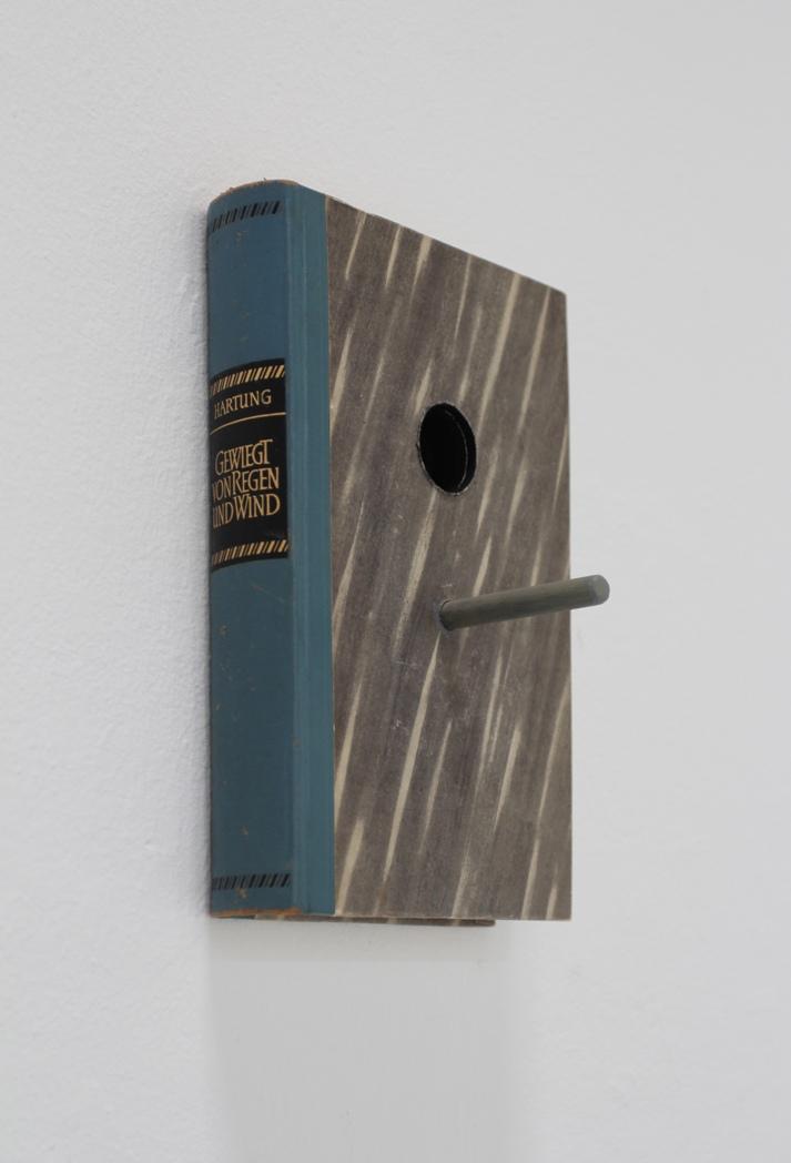 gewiegt von Regen und Wind - 2016 - Objekt Serie - Buch, Holz, Gouache